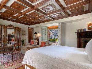 Luxury 5-star lodging near the Palm Springs Tram